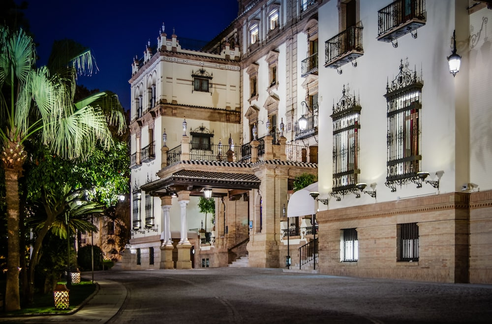 Property Entrance, Hotel Alfonso XIII, a Luxury Collection Hotel, Seville