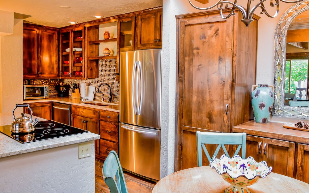 Private Kitchen, Fort Marcy Hotel Suites by All Seasons Resort Lodging