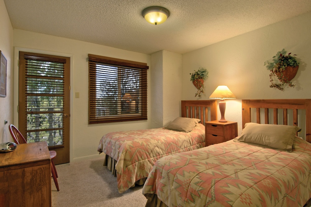 Room, Fort Marcy Hotel Suites by All Seasons Resort Lodging