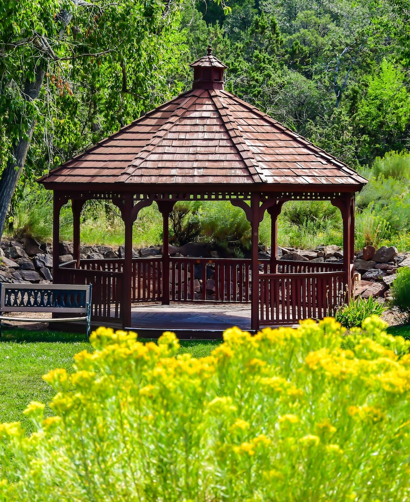 Gazebo, Fort Marcy Hotel Suites by All Seasons Resort Lodging