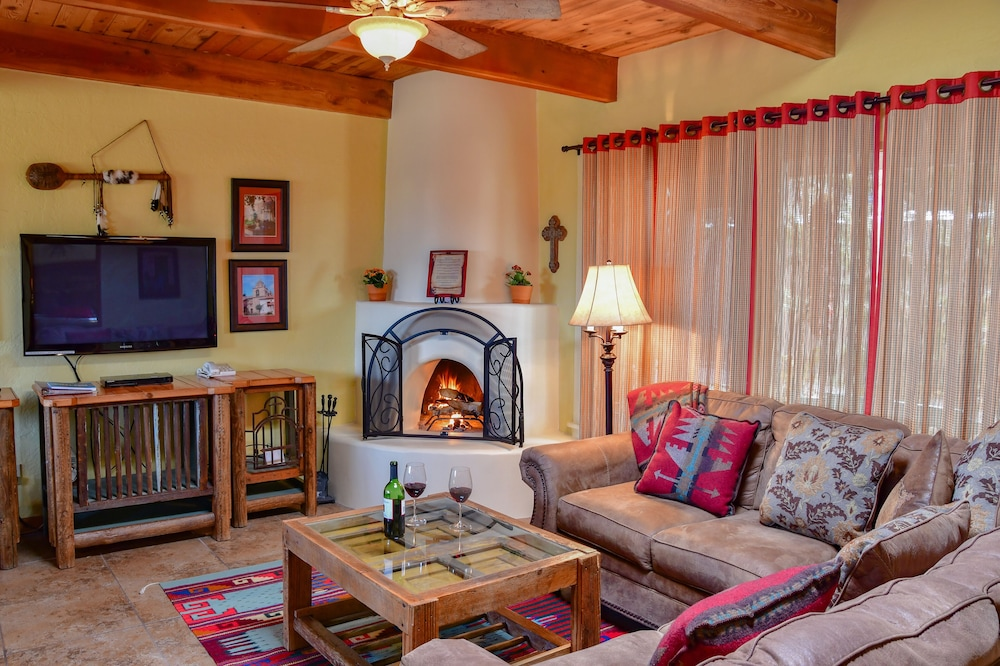 Living Room, Fort Marcy Hotel Suites by All Seasons Resort Lodging