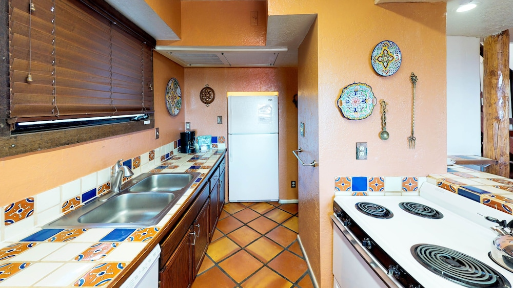 Shared Kitchen Facilities, Fort Marcy Hotel Suites by All Seasons Resort Lodging