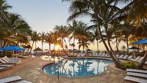 3 piscines extérieures, tentes de plage, parasols de plage