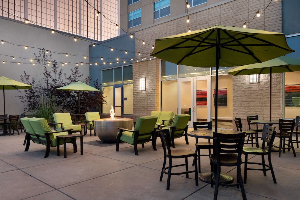 Terrace/Patio, Hilton Garden Inn Denver/Cherry Creek