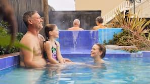 室内游泳池,3 室外游泳池