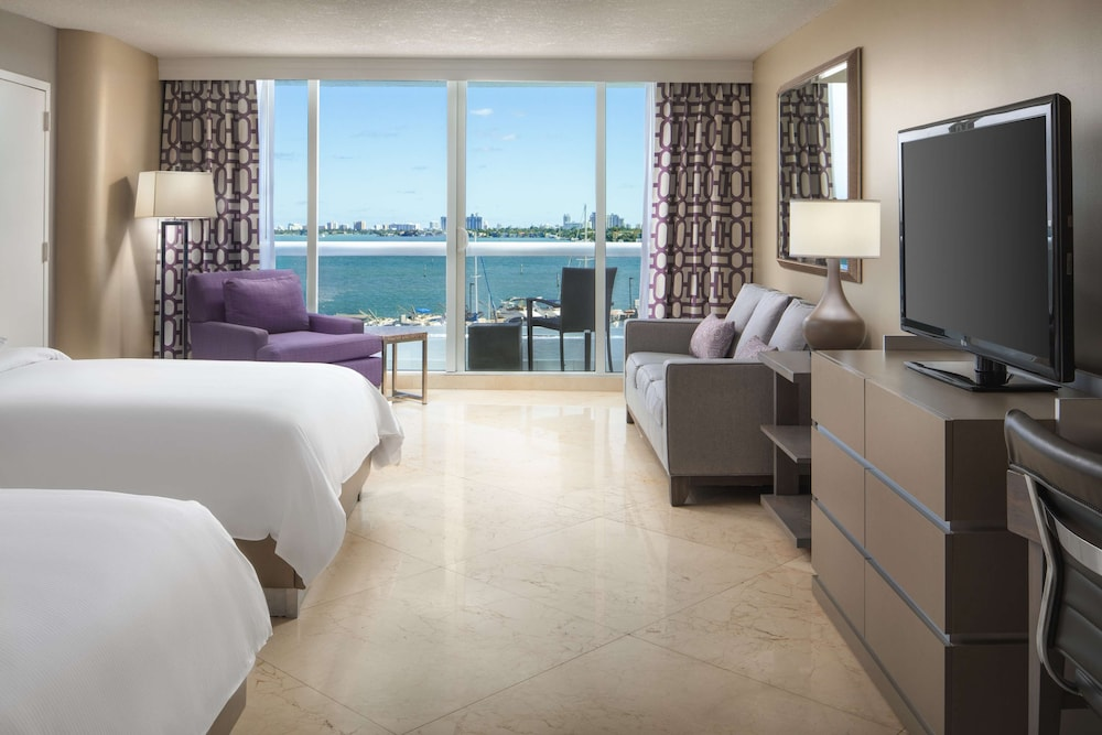 Room, DoubleTree by Hilton Grand Hotel Biscayne Bay