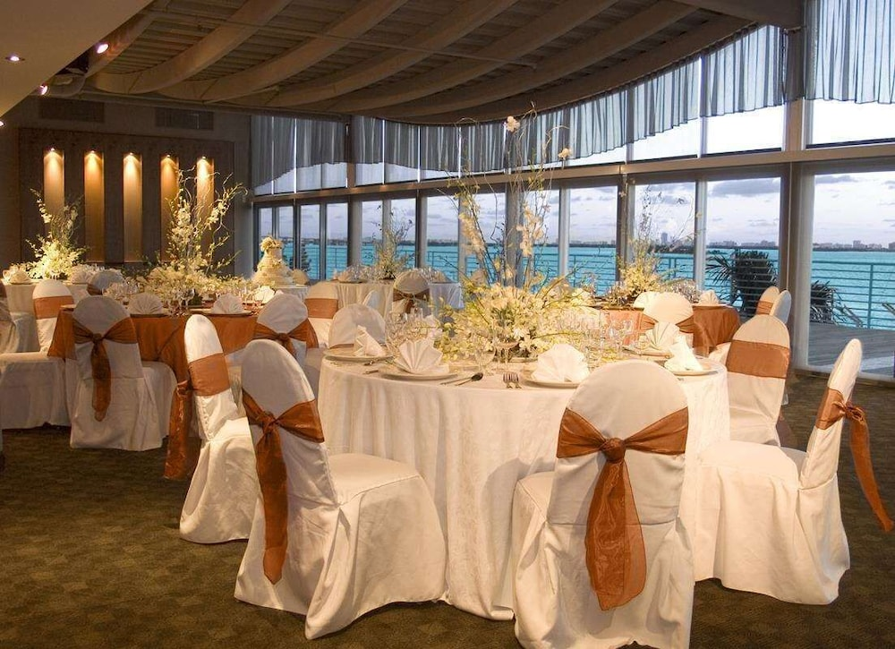 Ballroom, DoubleTree by Hilton Grand Hotel Biscayne Bay