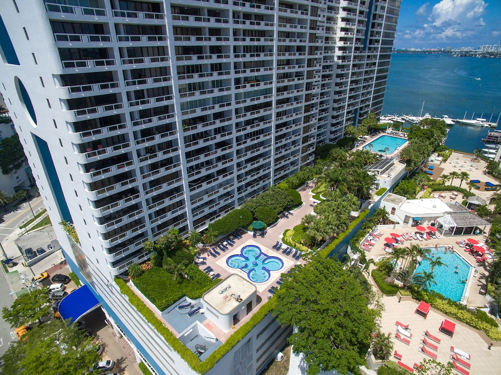 Outdoor Pool, DoubleTree by Hilton Grand Hotel Biscayne Bay