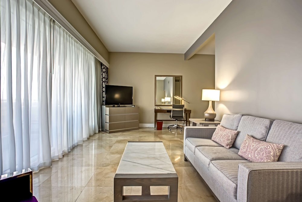 Living Area, DoubleTree by Hilton Grand Hotel Biscayne Bay