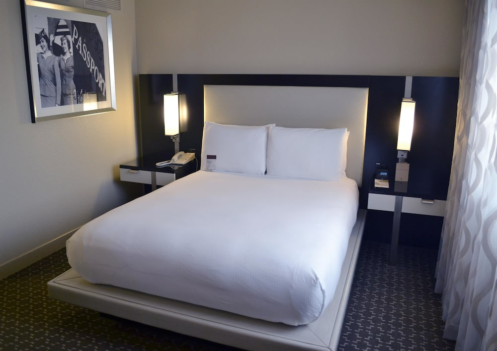 Room, Doubletree by Hilton Houston Hobby Airport