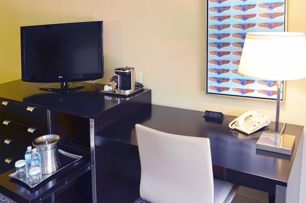 In-Room Business Center, Doubletree by Hilton Houston Hobby Airport