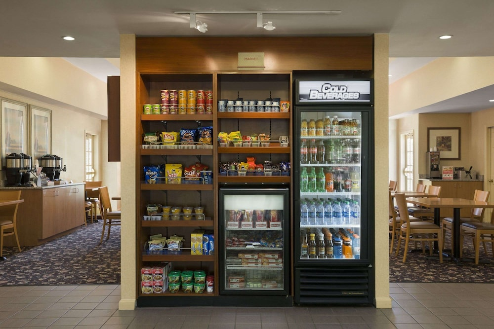 Snack Bar, Hawthorn Suites by Wyndham Philadelphia Airport