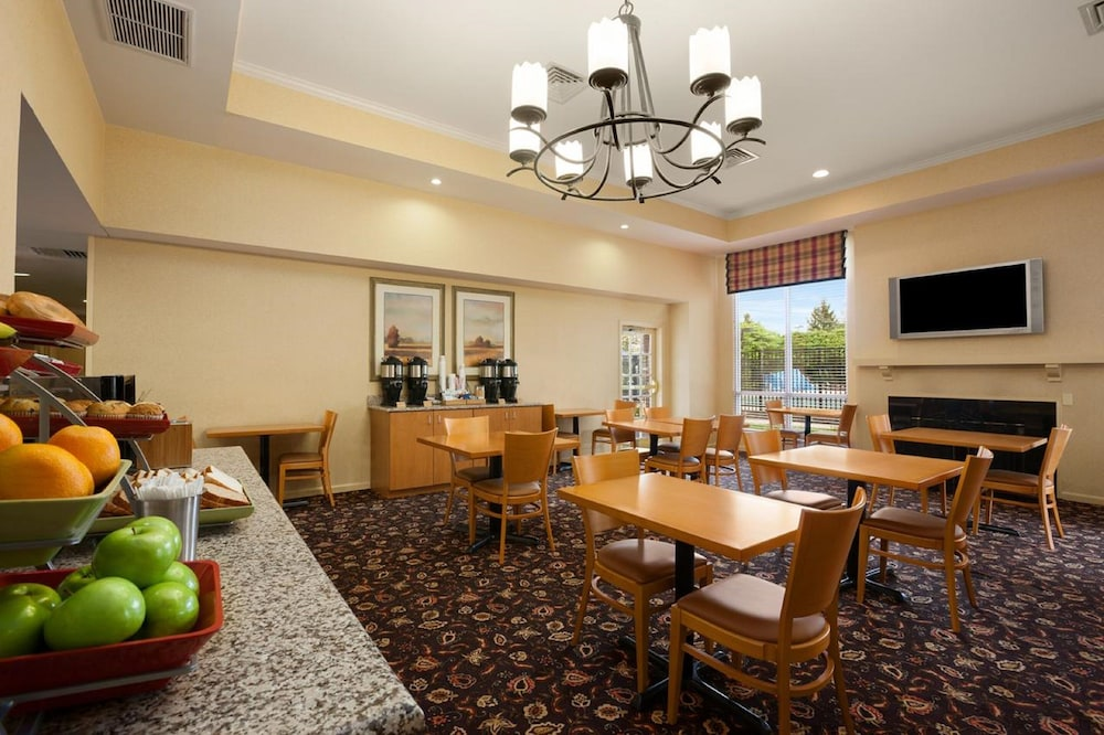 Breakfast Area, Hawthorn Suites by Wyndham Philadelphia Airport