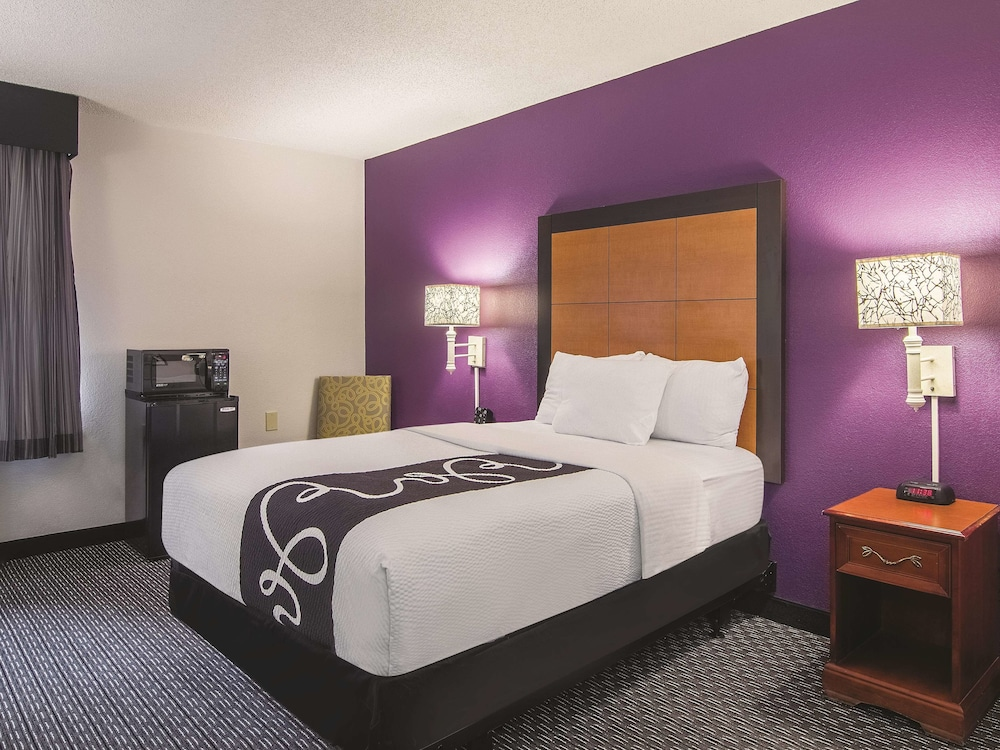 Room, La Quinta Inn by Wyndham Sacramento Downtown