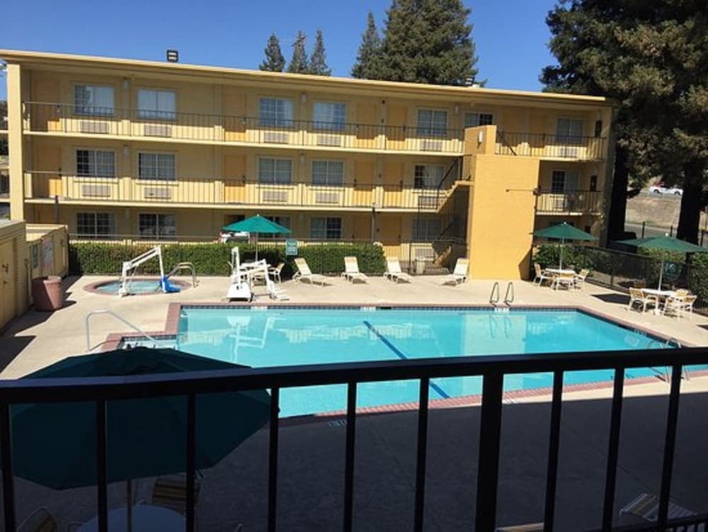 Pool, La Quinta Inn by Wyndham Sacramento Downtown