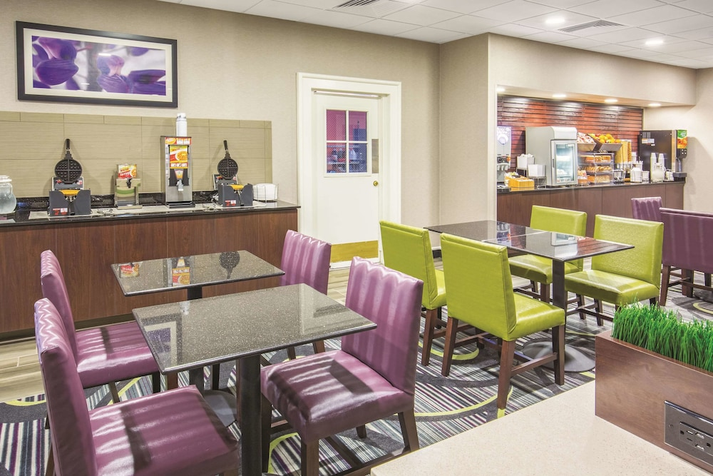 Breakfast Area, La Quinta Inn by Wyndham Sacramento Downtown