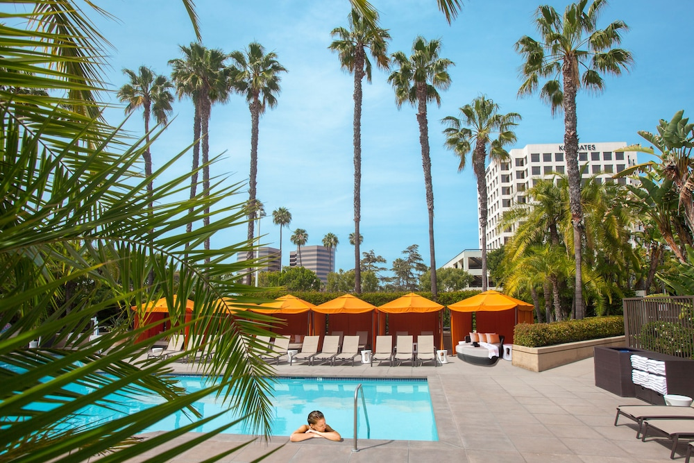 Outdoor Pool, Hotel Irvine