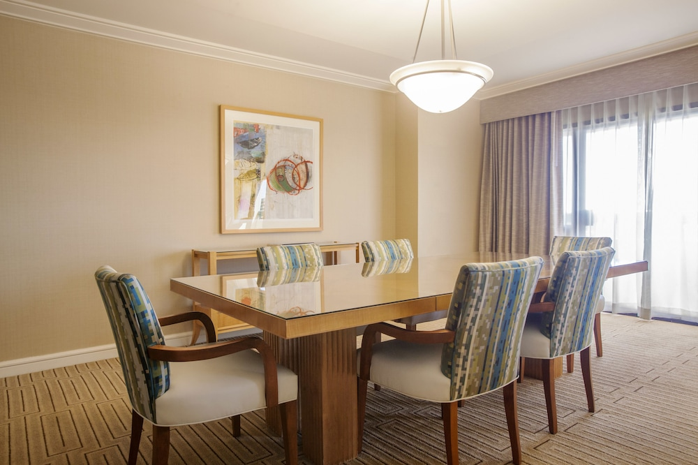In-Room Dining, Hotel Irvine