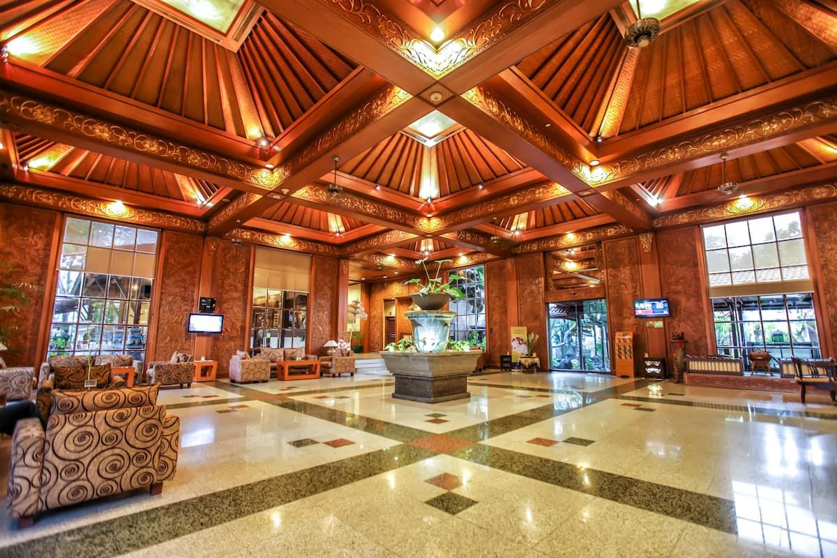 Singgasana Hotel Surabaya, Surabaya   Expedia.co.id