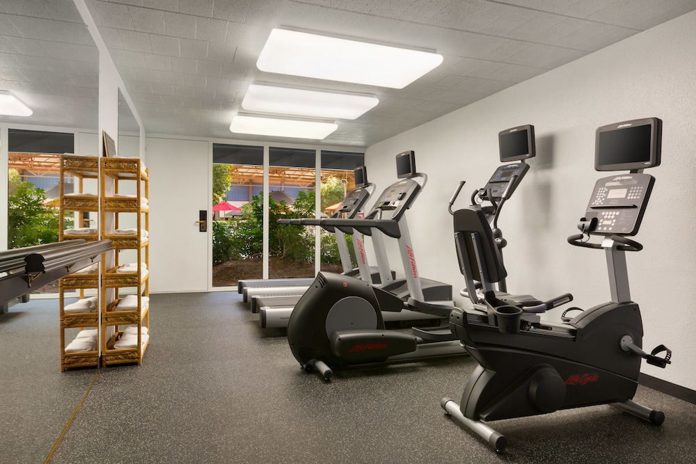 Fitness Facility, Ramada by Wyndham Clarion