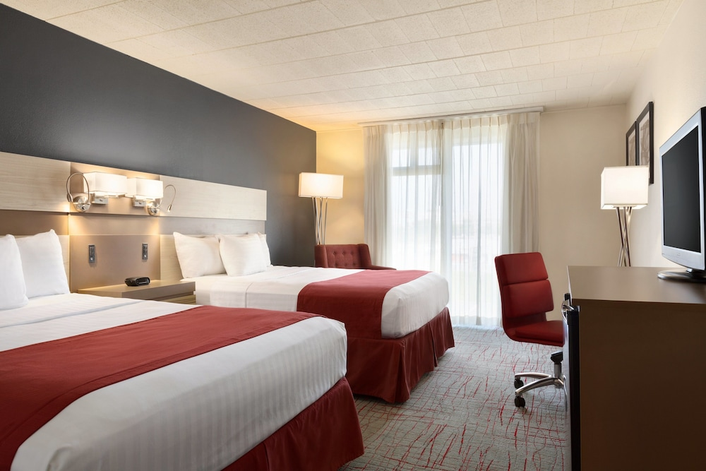 Room, Ramada by Wyndham Clarion