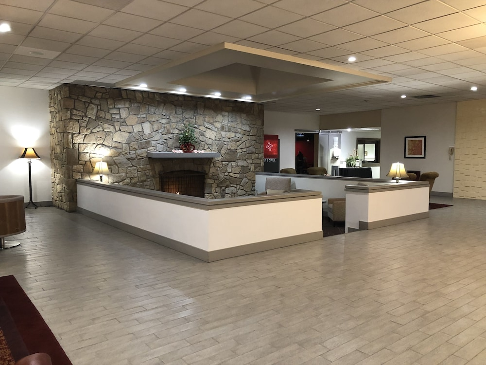 Lobby Sitting Area, Ramada by Wyndham Clarion