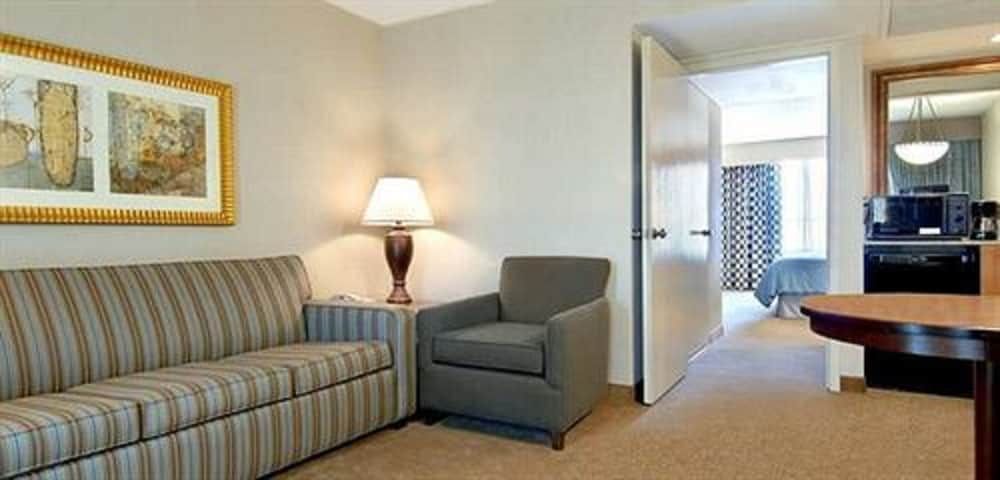 Living Area, Embassy Suites Piscataway - Somerset