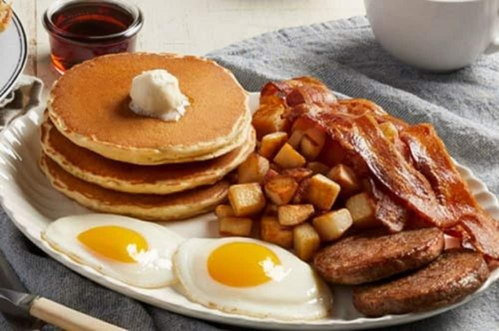Breakfast buffet, Embassy Suites Piscataway - Somerset