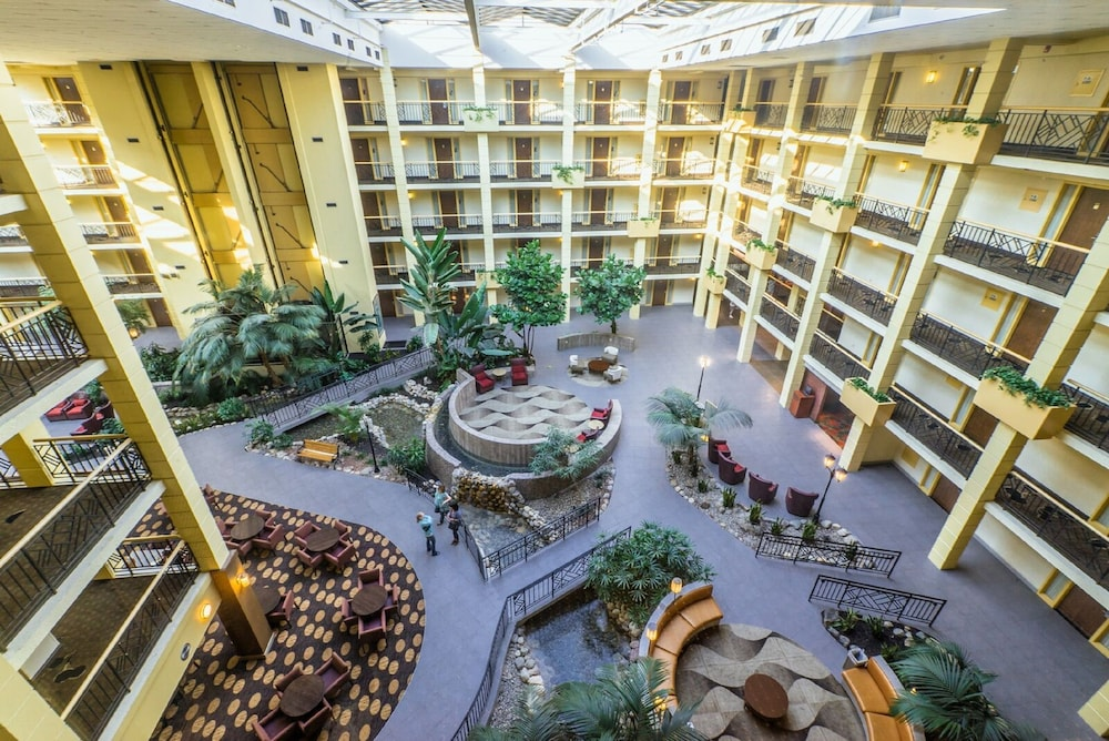Interior, Embassy Suites Piscataway - Somerset