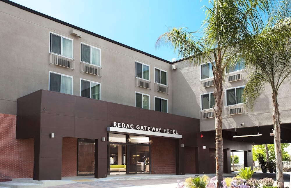 Property Entrance, Redac Gateway Hotel In Torrance
