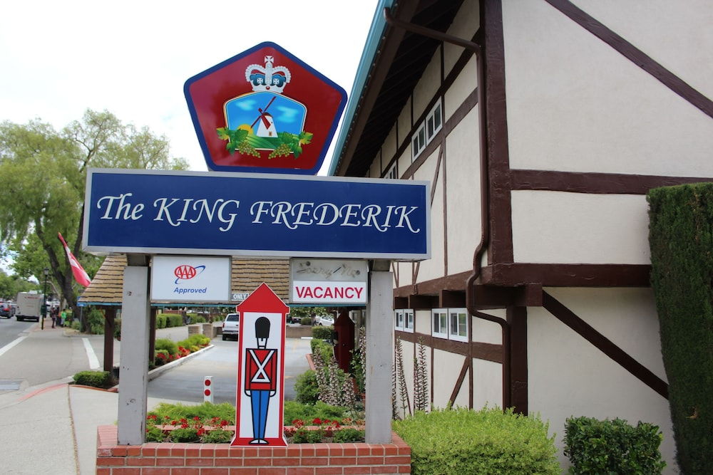 Property Entrance, King Frederik Inn