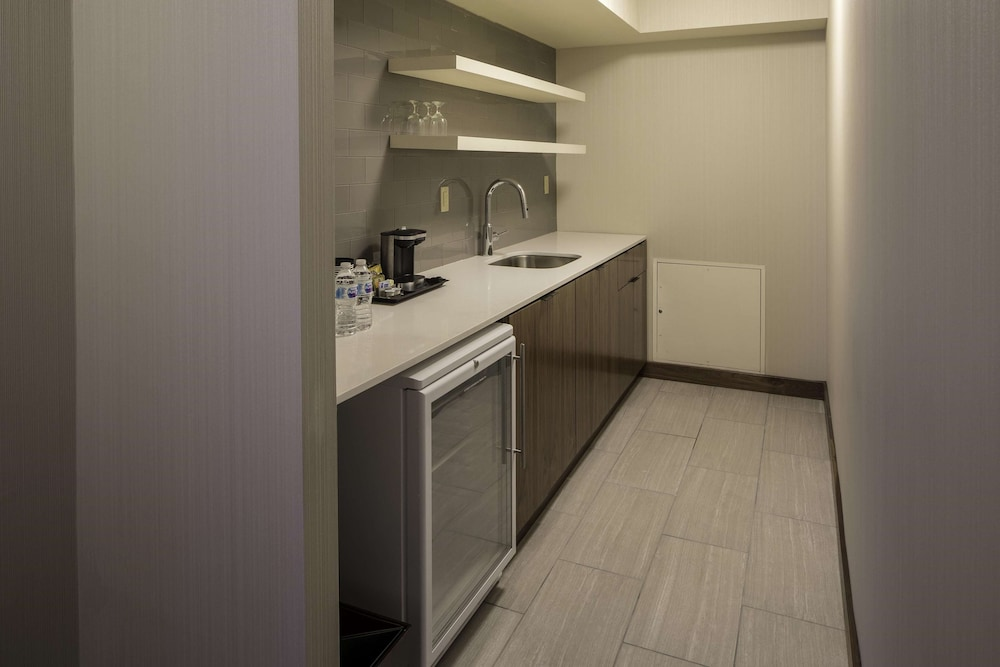 Private Kitchen, DoubleTree by Hilton Hotel & Suites Pittsburgh Downtown