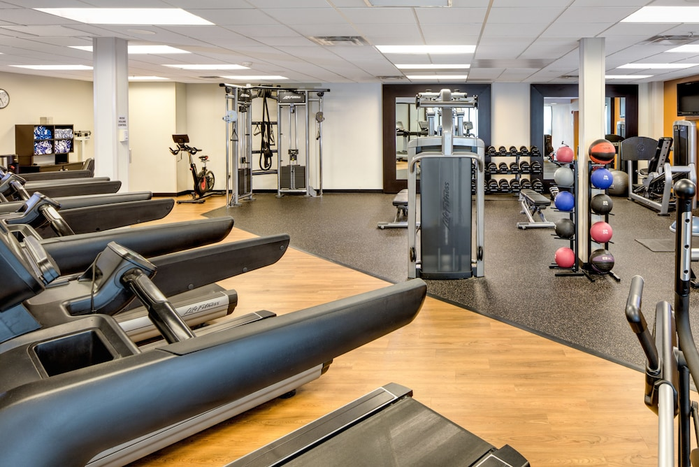 Fitness Facility, DoubleTree by Hilton Hotel & Suites Pittsburgh Downtown