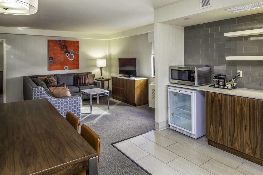 Room Amenity, DoubleTree by Hilton Hotel & Suites Pittsburgh Downtown