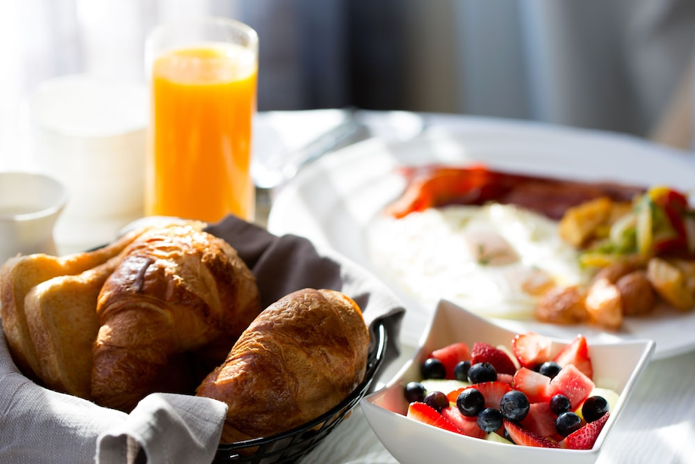 Breakfast Meal, DoubleTree by Hilton Hotel & Suites Pittsburgh Downtown