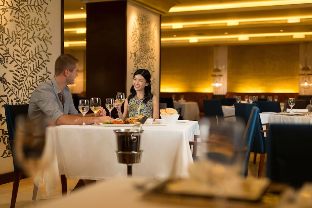 Couples Dining, Holiday Inn Singapore Orchard City Centre