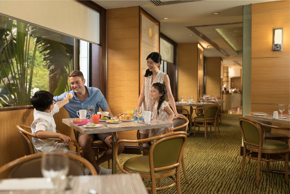 Family Dining, Holiday Inn Singapore Orchard City Centre
