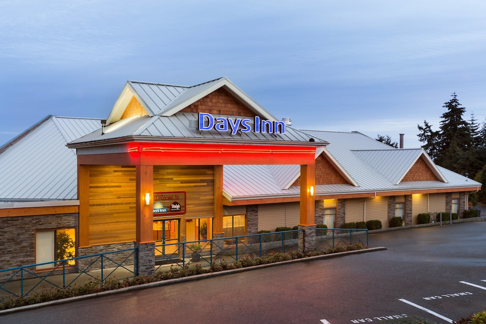 Front of Property - Evening/Night, Days Inn by Wyndham Nanaimo