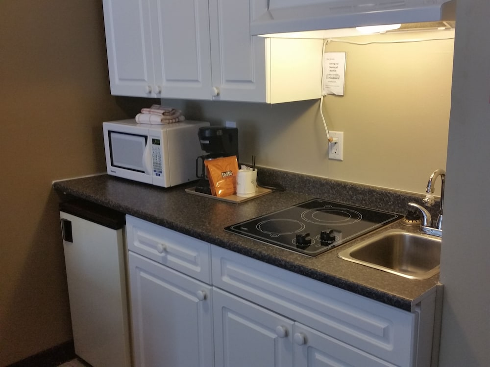 Private Kitchenette, Days Inn by Wyndham Nanaimo