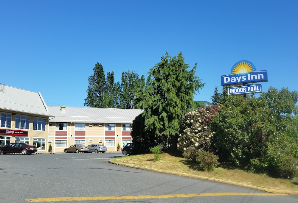 Property Grounds, Days Inn by Wyndham Nanaimo