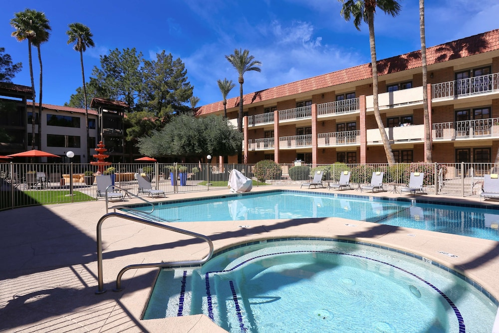 Pool, DoubleTree Suites by Hilton Tucson Airport