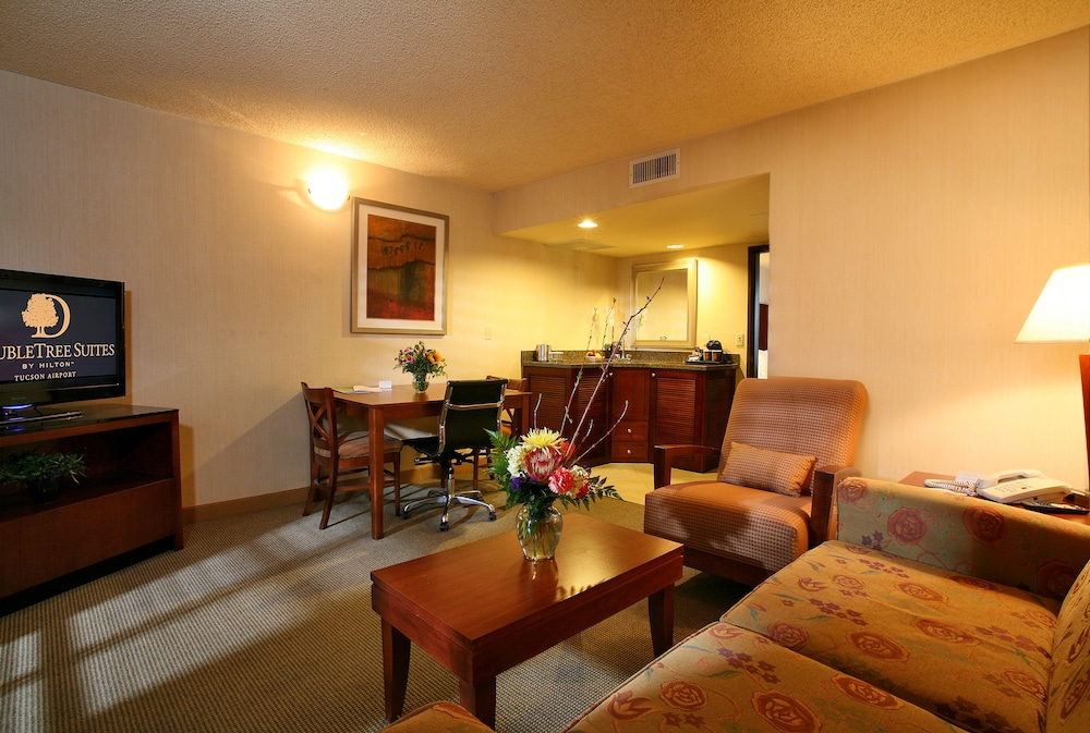 Living Room, DoubleTree Suites by Hilton Tucson Airport
