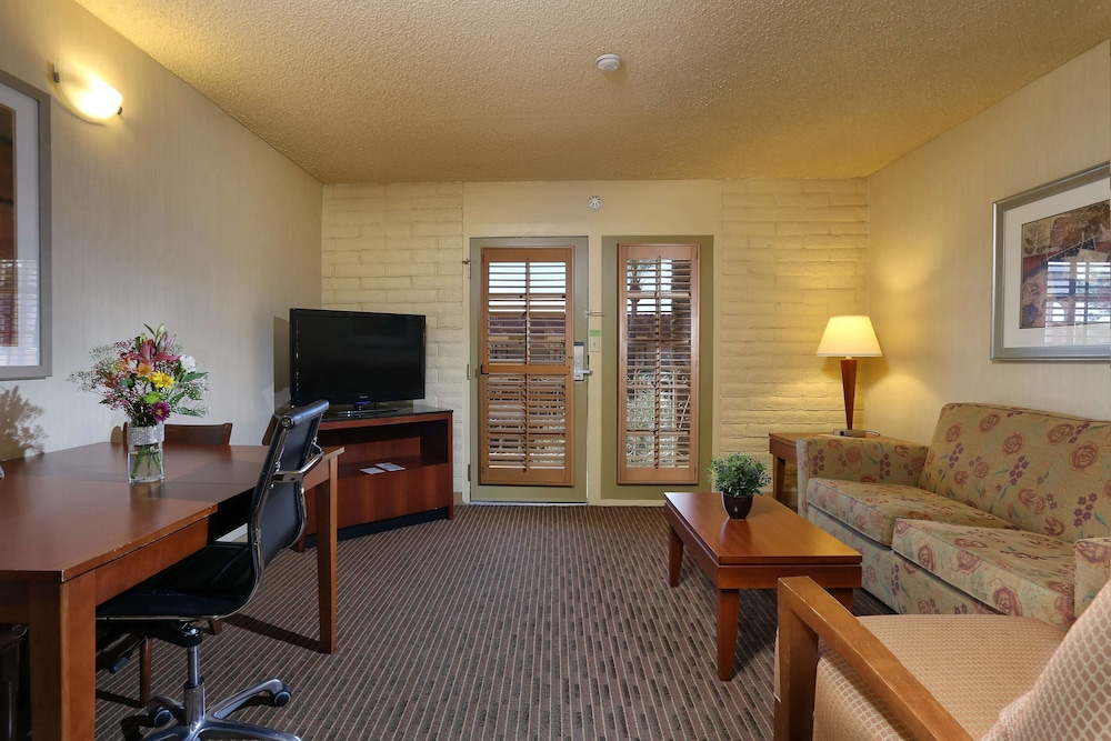 Living Area, DoubleTree Suites by Hilton Tucson Airport