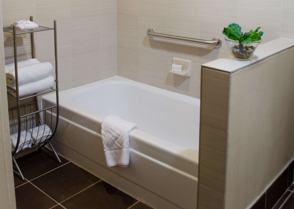 Bathroom, DoubleTree Suites by Hilton Tucson Airport