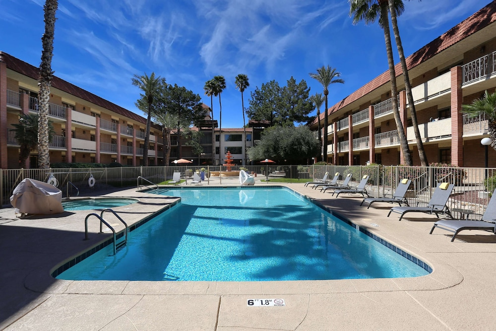 Courtyard View, DoubleTree Suites by Hilton Tucson Airport