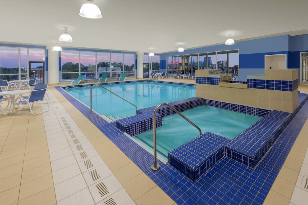 Indoor Pool, Four Points by Sheraton Niagara Falls Fallsview