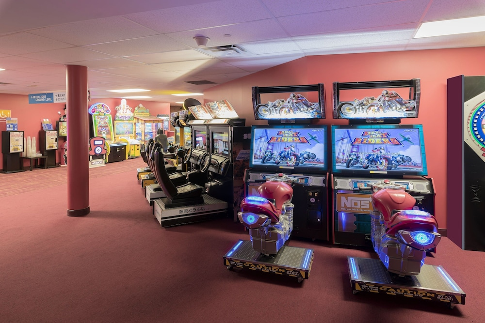 Game Room, Four Points by Sheraton Niagara Falls Fallsview