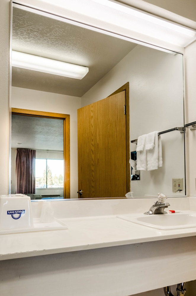 Bathroom Sink, Days Inn by Wyndham Panguitch