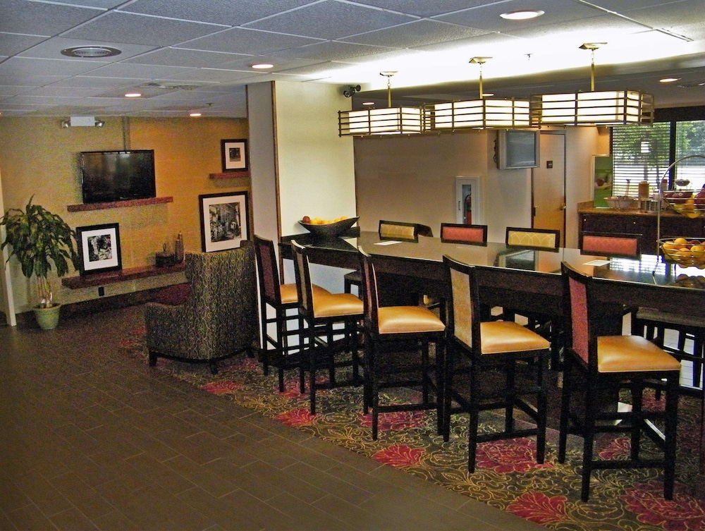Lobby, Hampton Inn Norfolk/Chesapeake (Greenbrier Area)