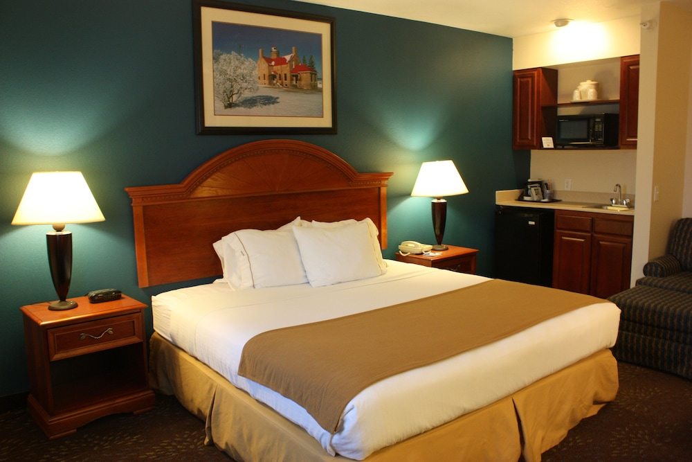 holiday inn express mackinaw city 2019 room prices 94. Black Bedroom Furniture Sets. Home Design Ideas